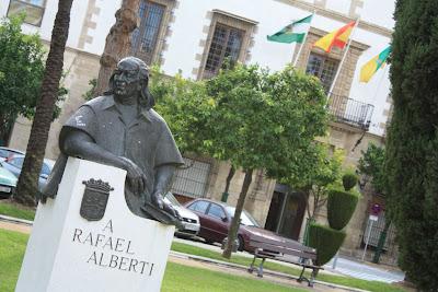Sculpture of Rafael Alberti in El Puerto de Santamaría