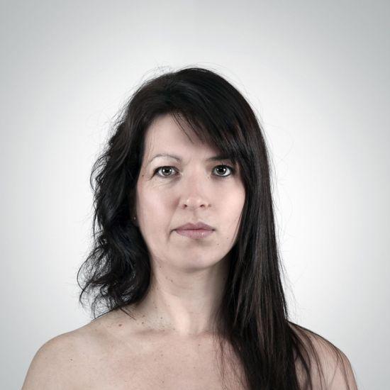 Ulric Collette fotografia surreal photoshop retratos genéticos família rostos misturados autorretratos Mãe/filha - Francine (56 anos) e Catherine (23 anos)