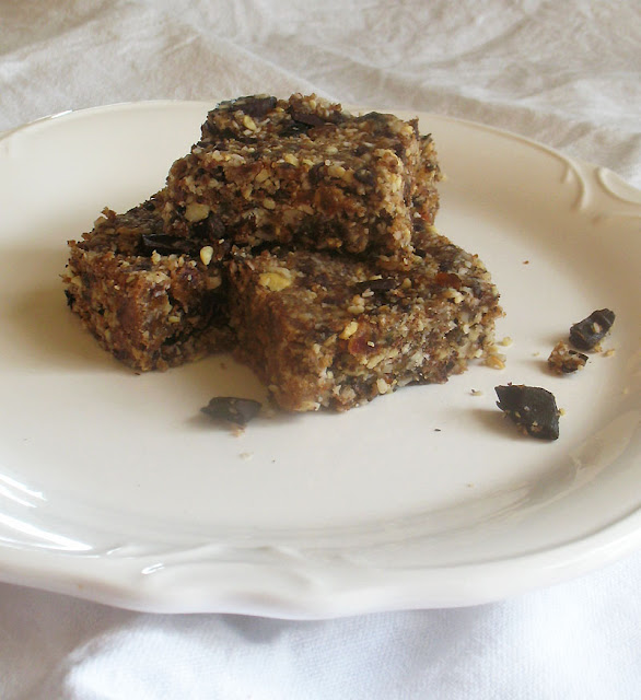 Nut Bars with Dark Chocolate Chunks