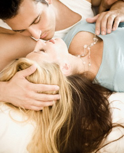 Cara Mainkan Payudara Saat Berhubungan Suami Istri