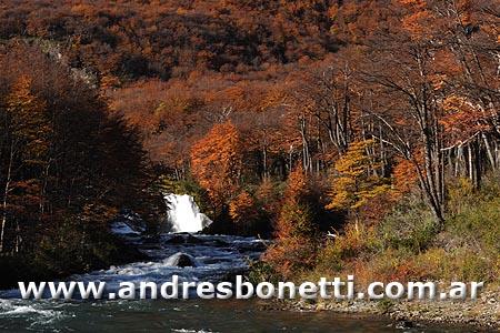 Cascada Río de las Vueltas - El Chalten - Patagonia - Andres Bonetti