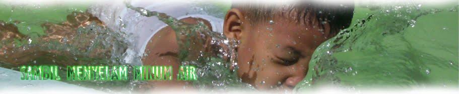 Sambil Menyelam Minum Air