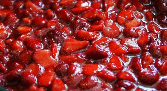 Mermelada de fresas con licor paso1