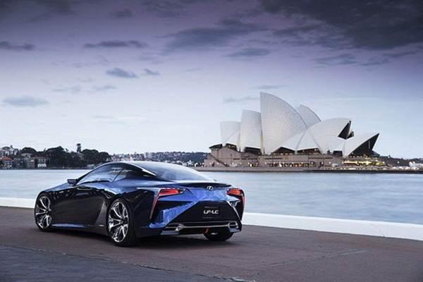Lexus-LF-LC-Hybrid-Concept-rear-view