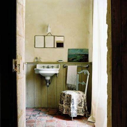 Ma maison au naturel le charme des salle de bain anciennes for Salle bain ancienne