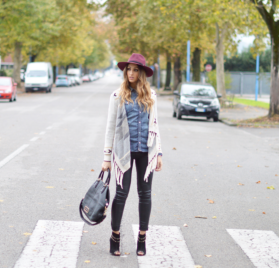 denim shirt, country chic outfit, country look, country look fashion blogger, givenchy bag, top italian fashion blogger, fashion blogger italiane, zara pants, leather pants, stradivarius shoes, stradivarius boots, panizza hat, burgundy hat, fashion blogger hat