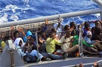 Italian Navy Rescues Migrants 27-12-2014
