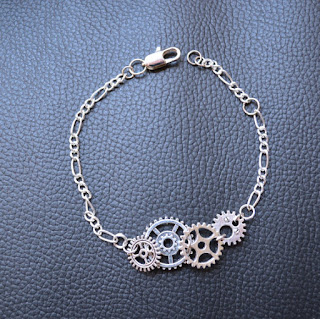 https://www.etsy.com/fr/listing/239306932/braceletwristband-steampunk-silver-color?ref=related-0