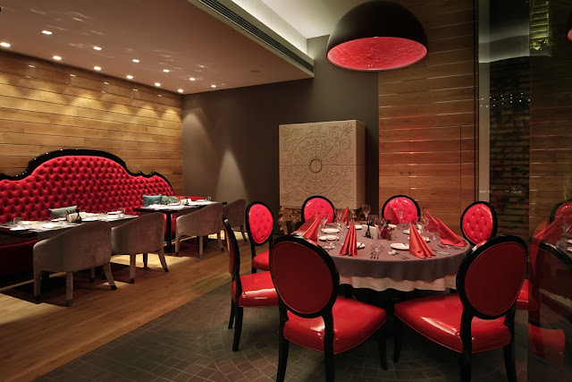 Picture of round dining table with red leather chairs