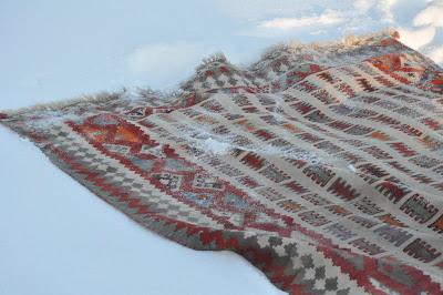 Tvätta matta i snö