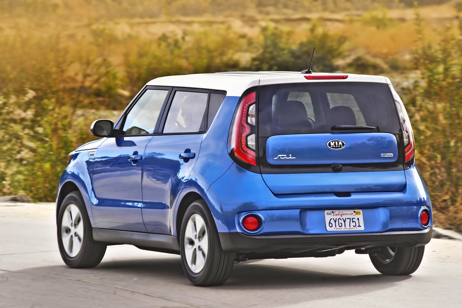 Rear 3/4 view of 2015 Kia Soul