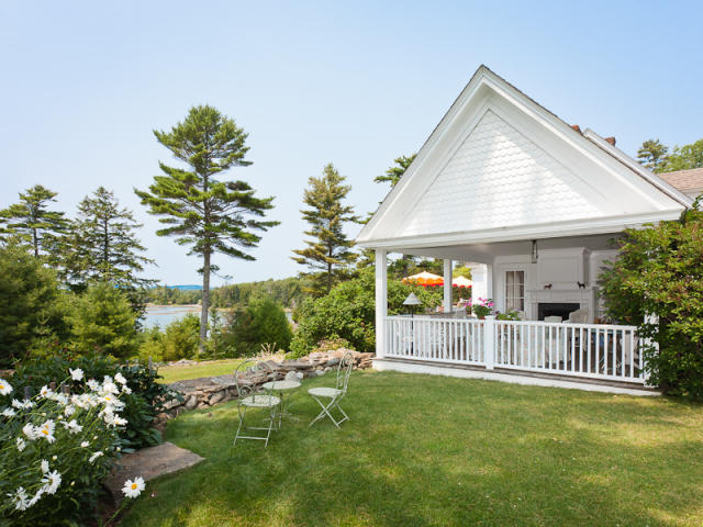 pretty old houses kirstie alley 39 s maine cottage
