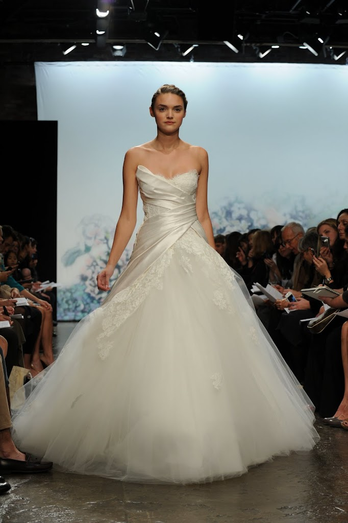 Monique_Lhuillier_Wedding_Dress+Satin_Lace