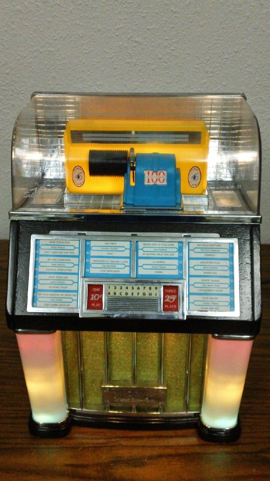 Jukeboxn Thomas Collector's Edition Radio AM/FM Cassette 1960