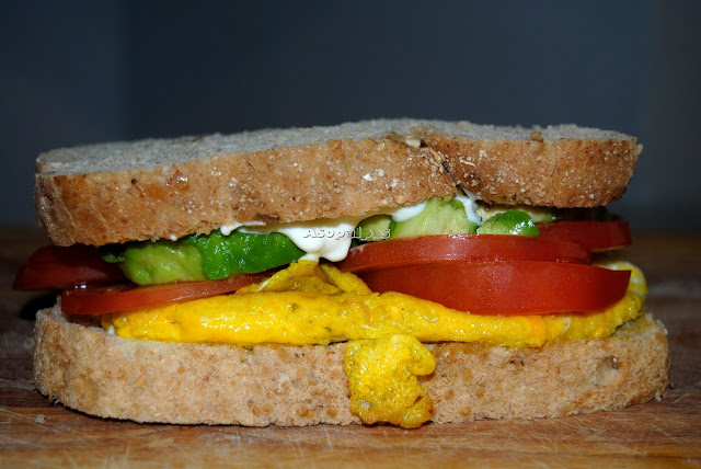 http://www.asopaipas.com/2014/06/sandwich-de-aguacate-tomate-y-tortilla.html