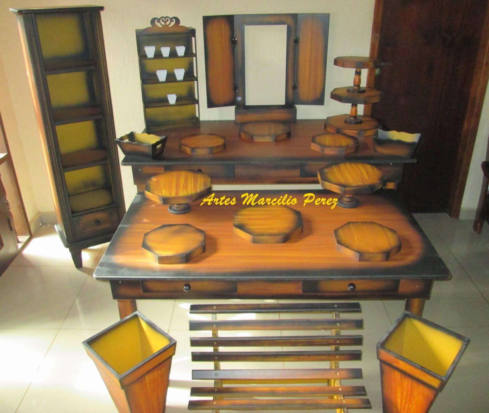 Conjunto completo rustico 21 peças R$ 2.300,00 sendo 2 mesas nas medidas de 1.60x80x80 e 1.40x80x65