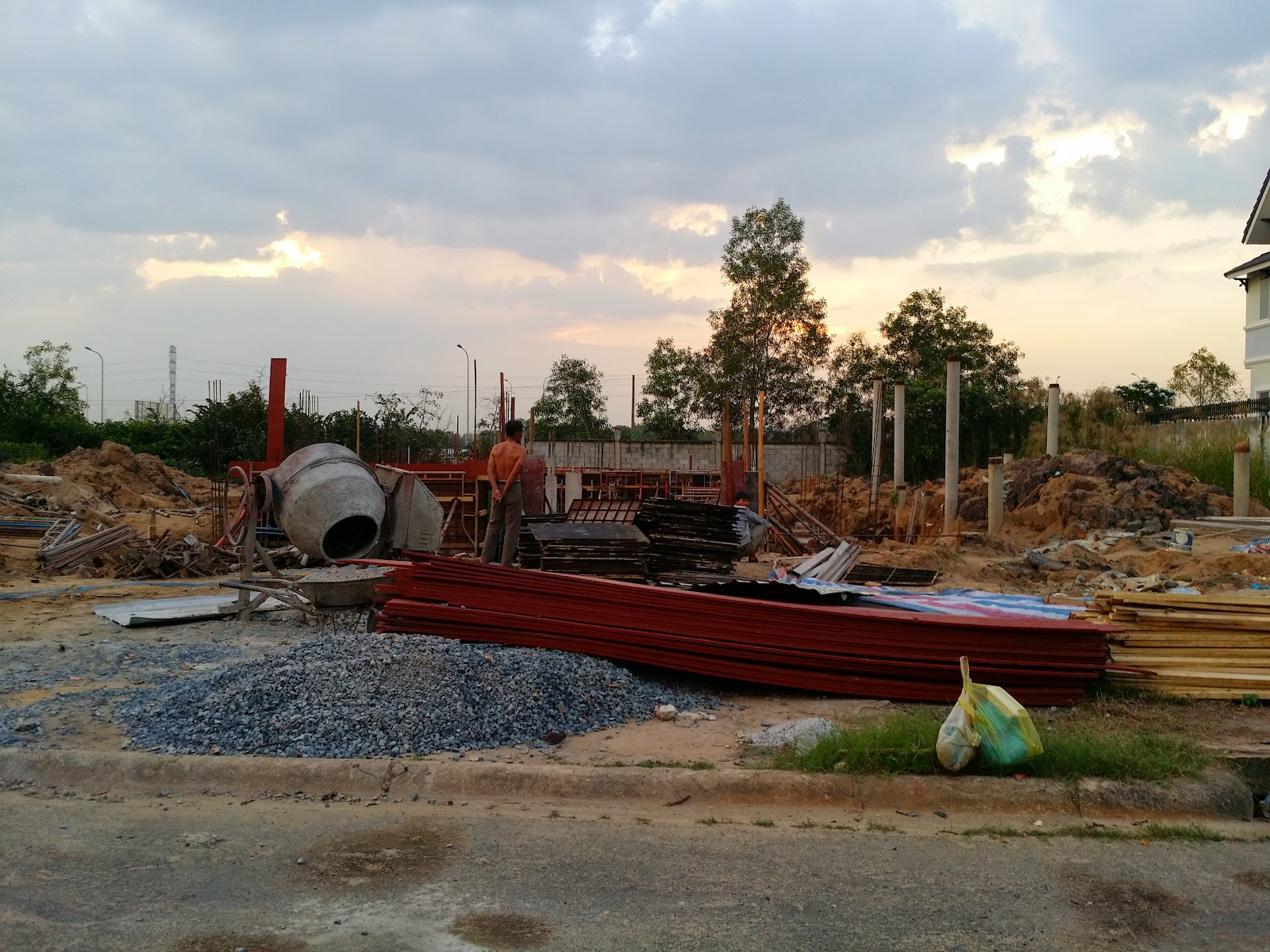 Đất nền ngay vòng xoay Phú Hữu đường vào biệt thự (ảnh 4)