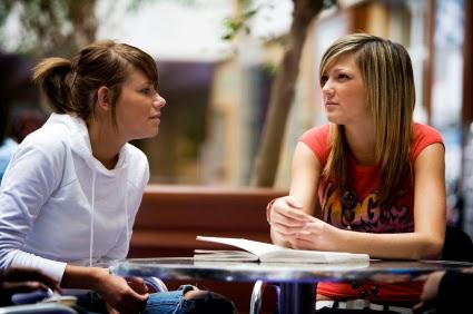 Kapan Saatnya Curhat dengan Sahabat tentang Hubungan?