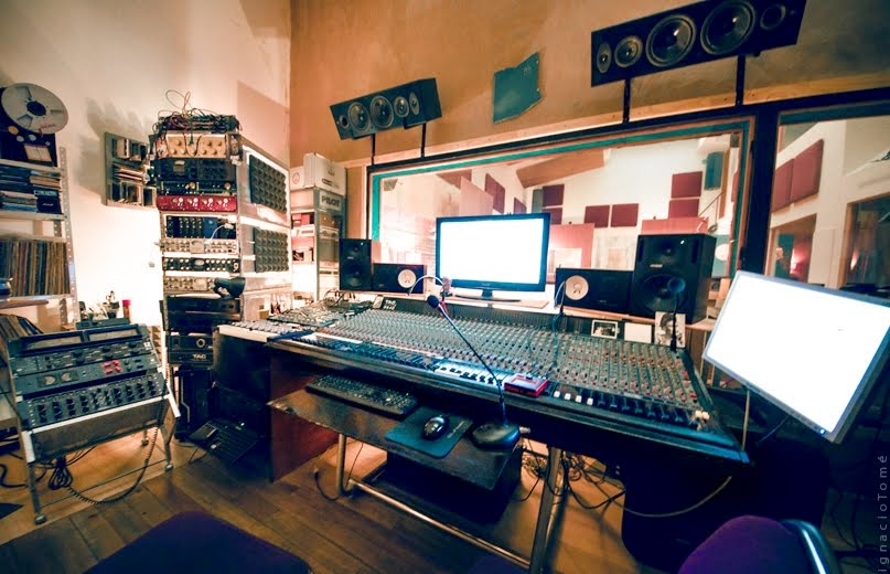 control room Consola inglesa AMEK tac Scorpion 40 canales