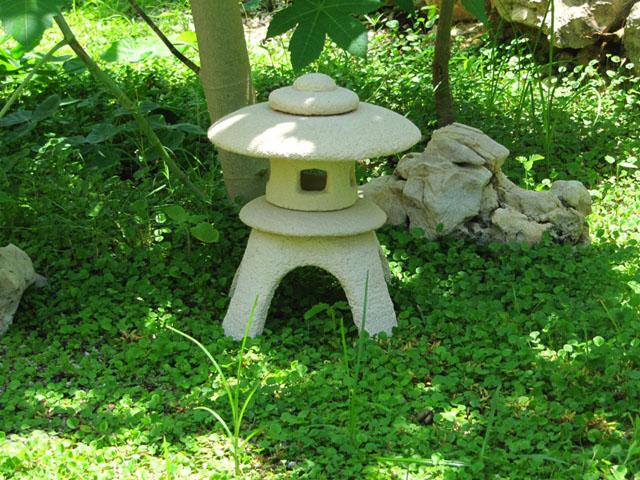 lampara japonesa de piedra para jardín yukimi-gata