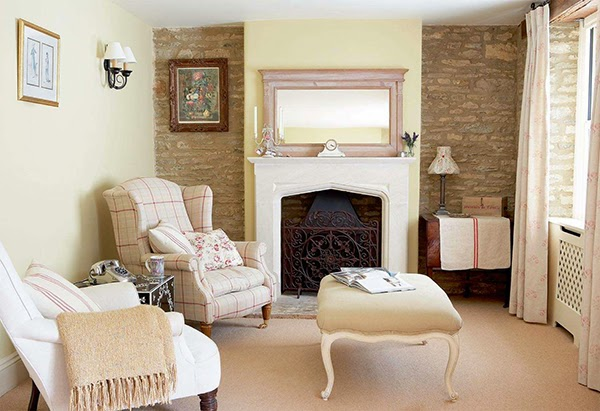 Small cottage chic living room