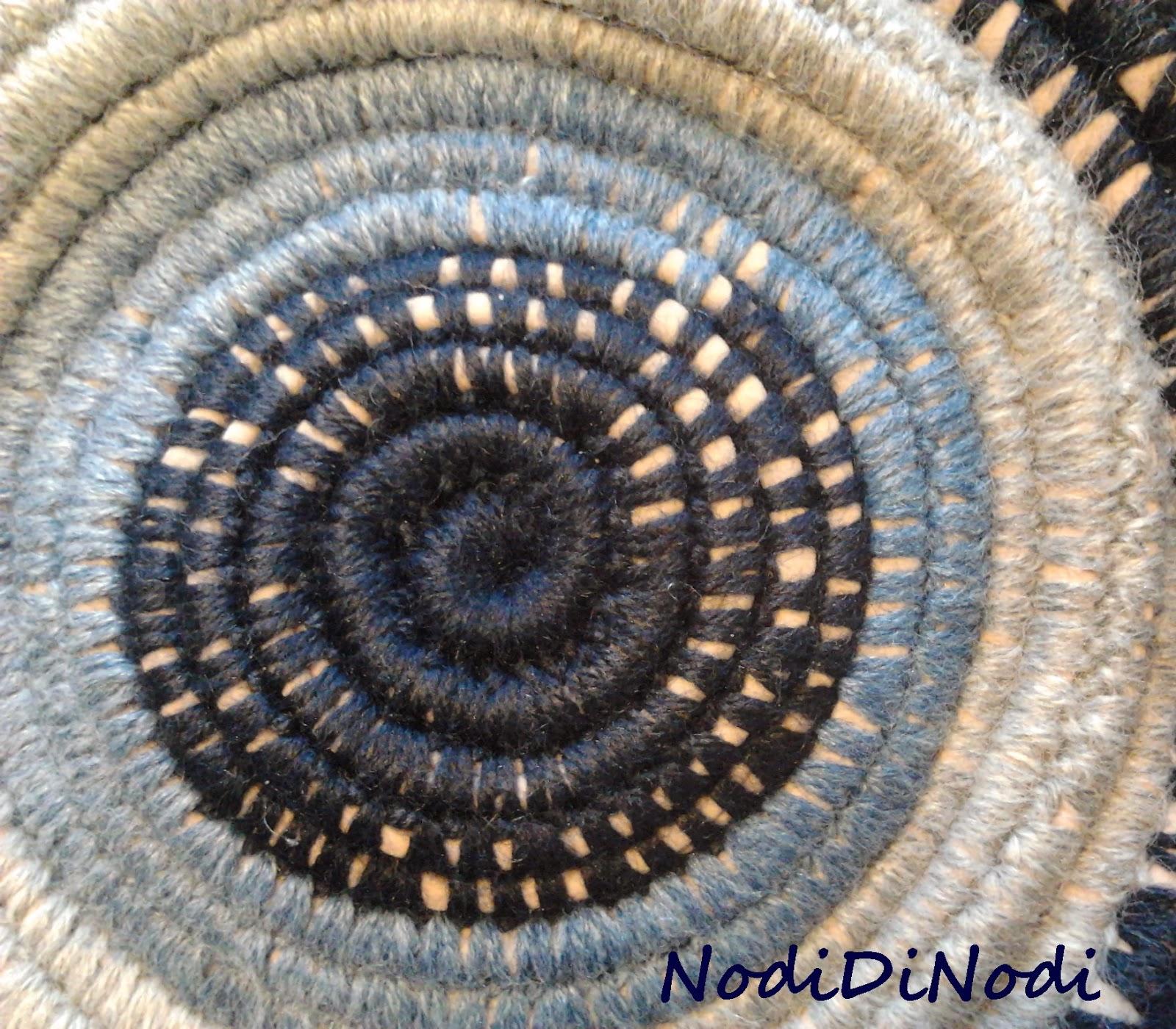 Nodidinodi tappeto spirale di uncinetto e fettuccia - Tappeto di giunchi ...
