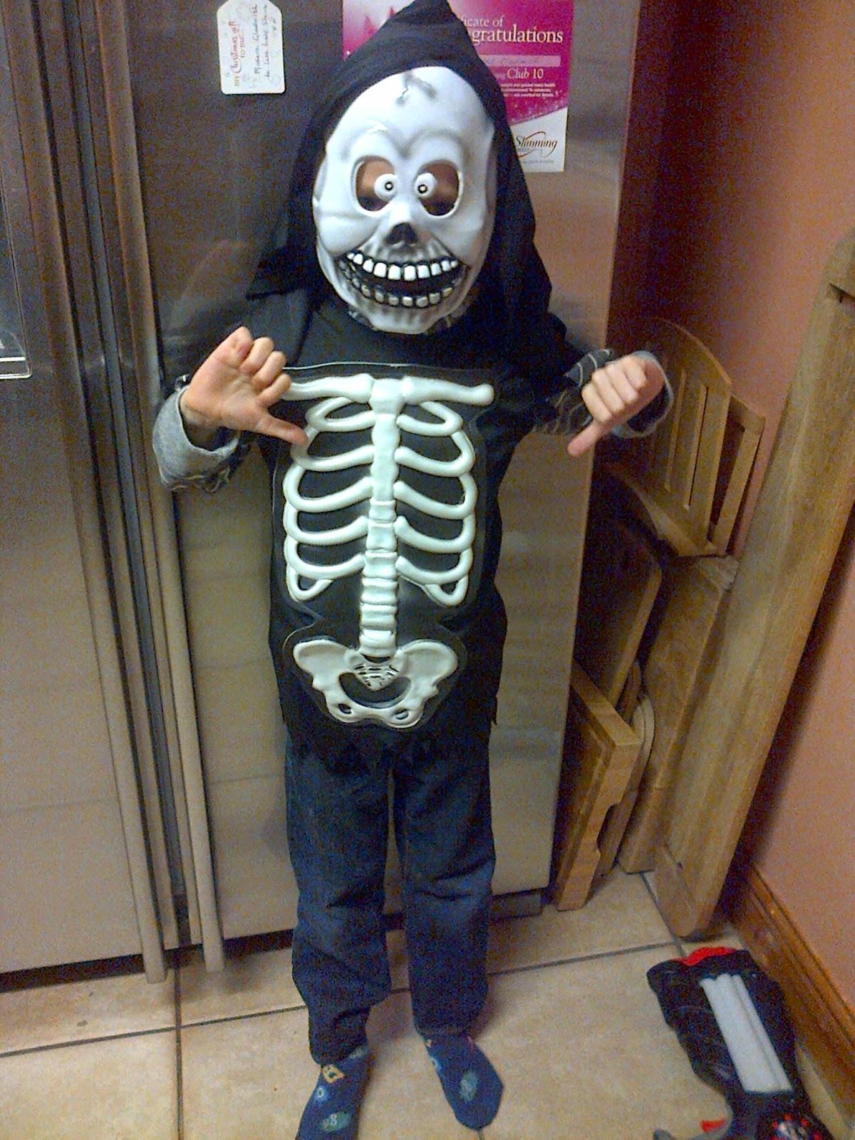 http://2.bp.blogspot.com/-TzTCz2fMwIU/VFj--MBTrcI/AAAAAAAAEqs/AN53hNqK-_E/s1600/Bruce_Halloween.jpg