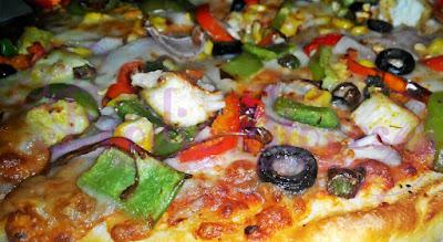 Pizza Hut Paneer Vegorama Pizza