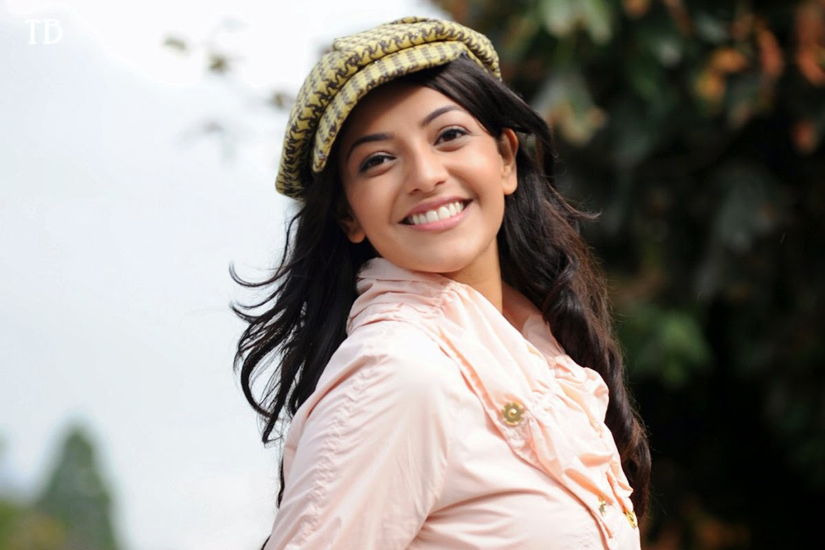 Bollywood heroin kajal agarwal smile photoshoot
