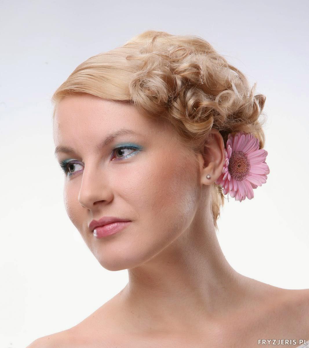 fryzura na włosach do szyi - Dominika Cębrowska