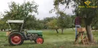 Αγρότης τρελαμένος με το ασφαλιστικό πάει με το τρακτέρ στη βουλή με 1000! Θα γίνει ΧΑΜΟΣ!! ΔΕΙΤΕ το ΒΙΝΤΕΟ!
