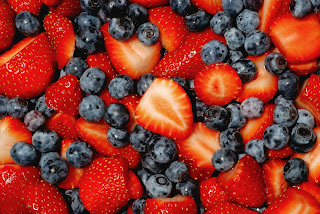 Berries are a powerful source of antioxidants and anti-inflammatories. They can also help prevent heart disease and cancer.