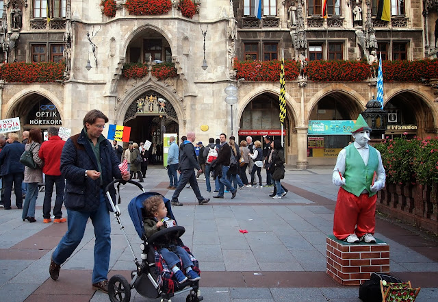 Street artist in Marienplatz, Munich