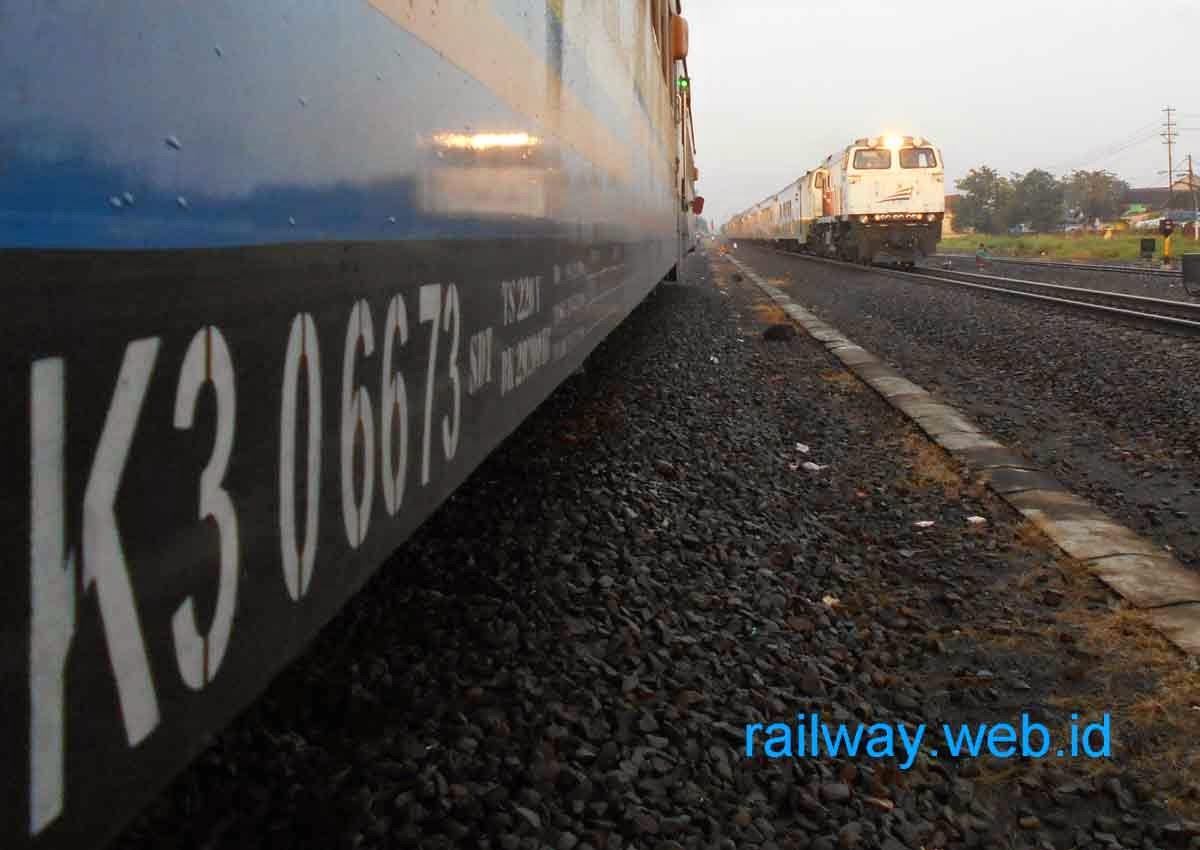 gambar kereta api purwojaya
