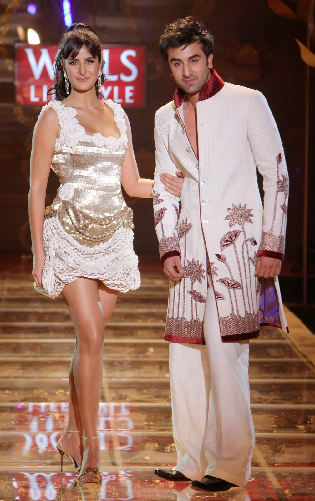 Katrina Kaif Showcasing Her Sexy Legs as She Walks On Ramp With Ranbir Kapoor For Rohit Bal at Wills Lifestyle India Fashion Week (WLIFW)