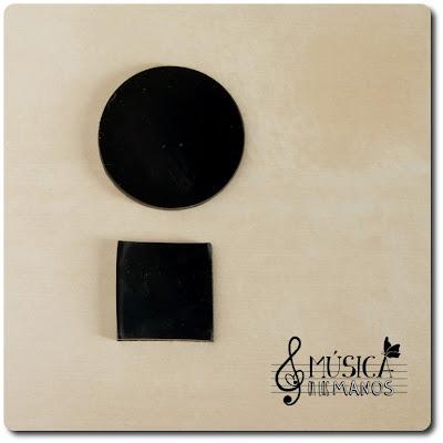 Circulo y cuadrado de plastico negro