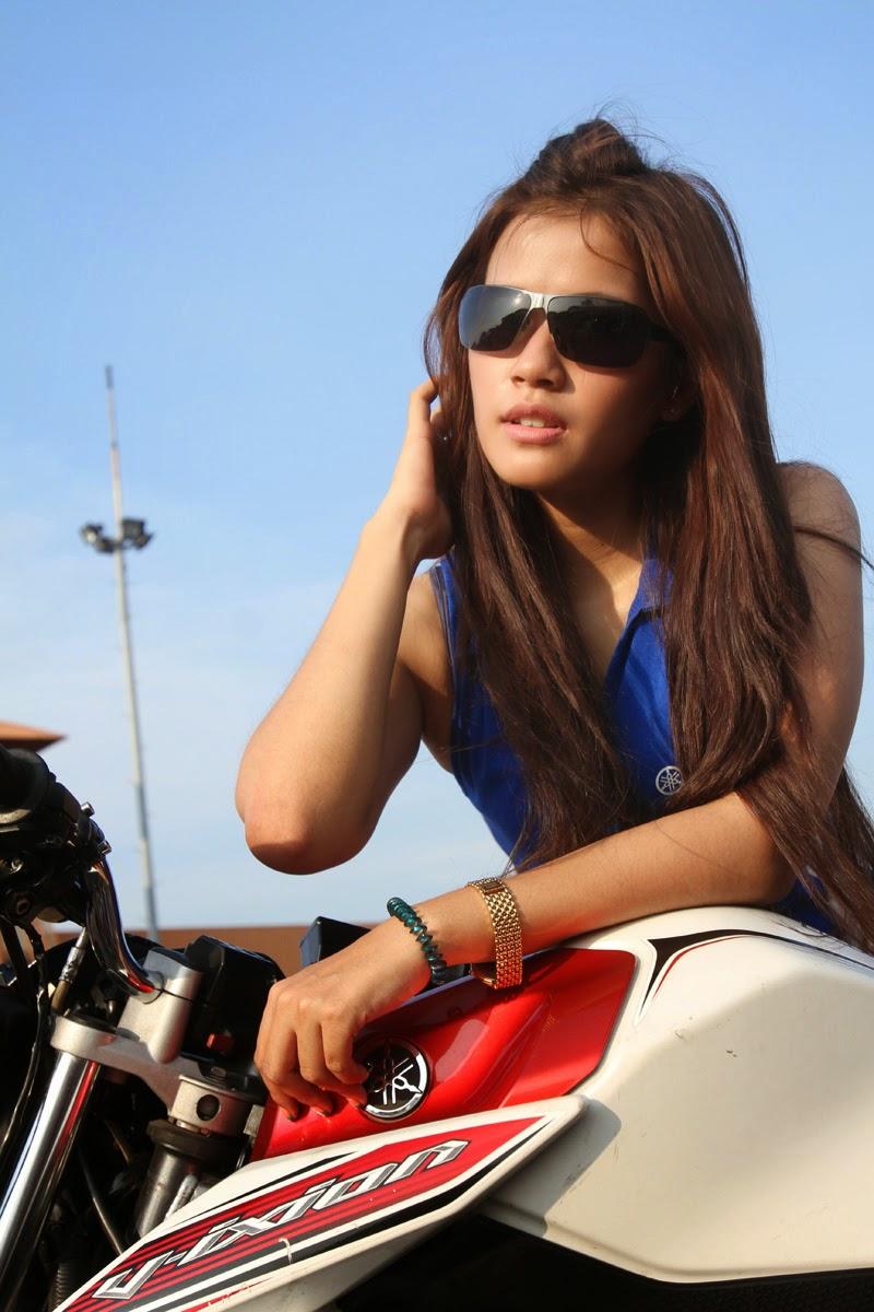 Kumpulan Gambar Wanita Cantik di Arena Freestyle Motor Terbaru 2014