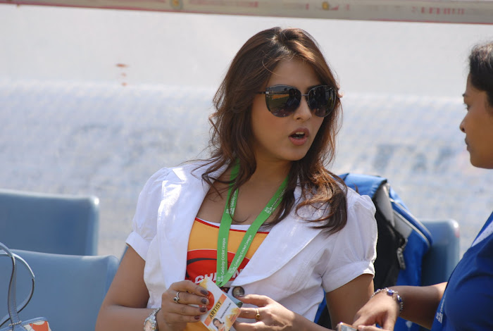 madhu shalini at chennai rhinos vs kerala strikers match actress pics