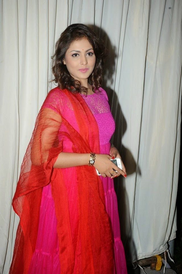 Madhu Shalini Latest Photo Gallery