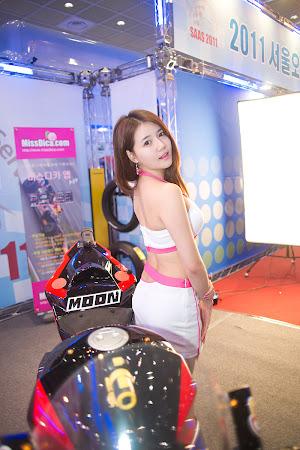 Han Ga Eun, Seoul Auto Salon 2011 - 08