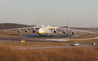antonov an-225, antonov an225, an225 taxiing, worlds largest aircraft