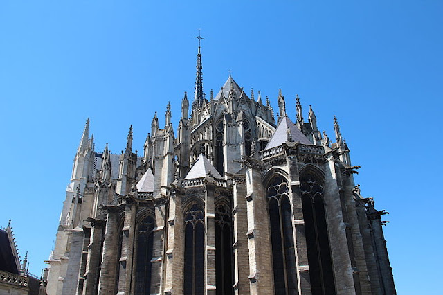 La cathdrale Notre Dame d&#39;Amiens or Our Lady of Amiens is the largest and tallest cathedral in all of France. Photo: WikiMedia.org.