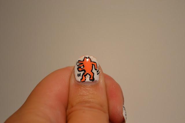 Keith Haring hund Nail Art av Elins Naglar