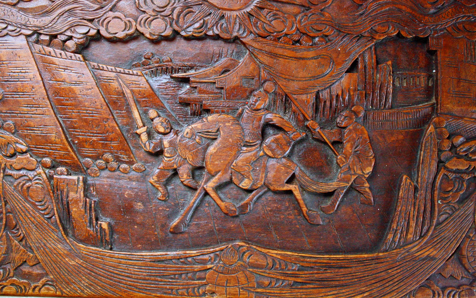 A scene of a battle on a camphor wood chest.