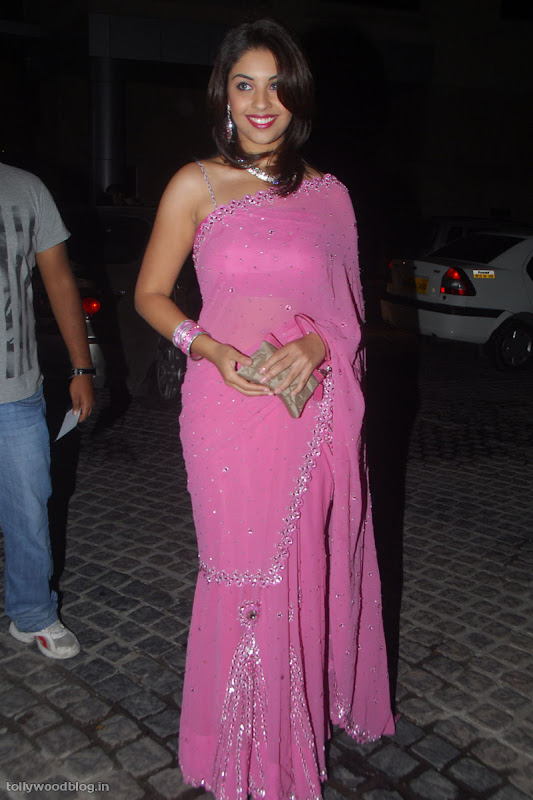 Richa Gangopadhyay latest new photos navel show