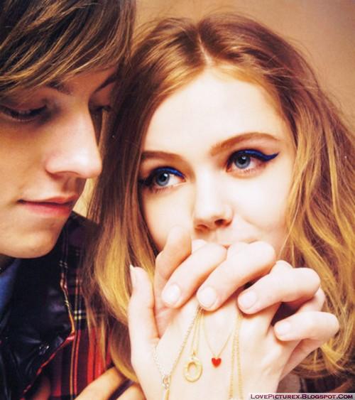 lovers love holding hands hug