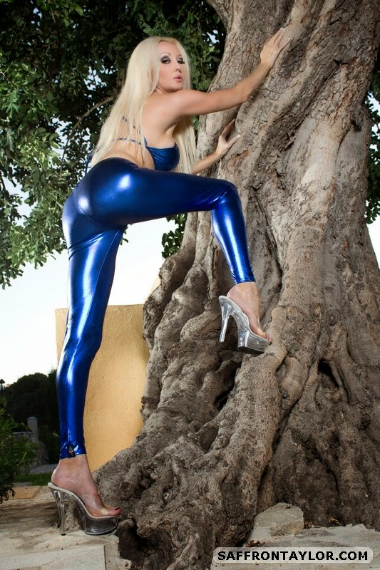 Perfect Ass in Sexy Wet Look Metallic Blue Leggings