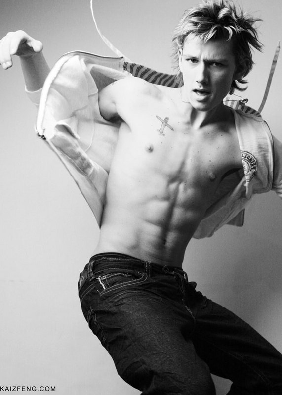 Hot Men Exposed: Alex Pettyfer
