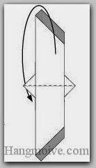 Bước 7: Gấp đôi tờ giấy về phía mặt đằng sau.