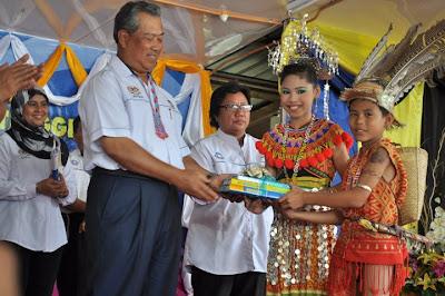 Timbalan Perdana Menteri, Tan Sri Muhyiddin Yassin ketika berada di SK Ulu Lubai Sarawak : Permata dalam Belantara